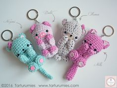 Porte-clé Ravelry: Amigurumi: Llaveros Kawaii / Keychains Kawaii pattern by Tarturumies Grateful to the Japanese culture for creating the beautiful art of the Amigurumis, today we bring you some little's kawaii who are willing to accompany us Disseminand Diy Crochet Amigurumi, Chat Crochet, Kawaii Crochet, Crochet Diy, Crochet Gifts, Amigurumi Patterns, Crochet Dolls, Crochet Patterns, Amigurumi Free
