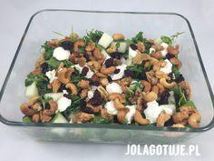 Sałatka z melonem, ricottą, suszoną żurawiną i karmelizowanymi orzechami. Ricotta, Cobb Salad, Food, Essen, Meals, Yemek, Eten