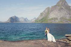 Bo & Luca Capri gown Available: The Netherlands @wildatheartbridal #boandlucaweddinggown #capriweddinggown #wedding #weddings #bride #weddinggown
