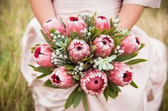 A stunning protea bouquet, koeksister cake lots more inspiration from this South African-inspired shoot! Protea Wedding, Vintage Wedding Flowers, Bridal Flowers, Flower Bouquet Wedding, Vintage Floral, Flower Bouquets, Bridesmaid Flowers, South African Flowers, Protea Bouquet