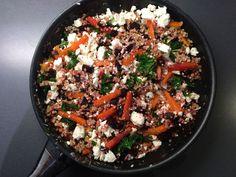 Juureksista, lehtikaalista ja kotimaisesta ohrasta valmistuu värikäs arkikasvisruoka, jonka voi tarjota niin lämpimänä kuin kylmänä.