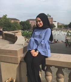 Pinterest @adarkurdish Hijabs, Muslim Women Fashion, Islamic Fashion, Hijab Fashion Summer, Abaya Fashion, Fashion Dresses, Casual Hijab Outfit, Hijab Chic, Hijab Office