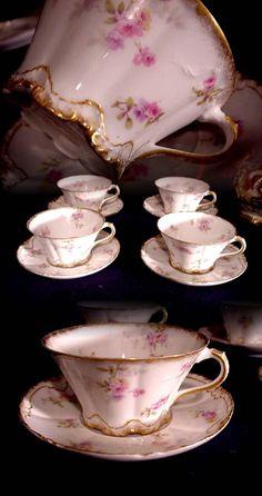 ٠•●●♥♥❤ஜ۩۞۩ஜஜ۩۞۩ஜ❤♥♥●   1800s HAVILAND LIMOGES FRANCE 4 CUPS n SAUCERS ROSES SHELL DESIGN DOUBLE GOLD A  ٠•●●♥♥❤ஜ۩۞۩ஜஜ۩۞۩ஜ❤♥♥●