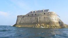 Rarement ouvert au public, le fort de la Conchée, un des ouvrages majeurs de Vauban dans la région, se situe au large de Saint-Malo. Il n'est donc accessible qu'en bateau. Les Compagnons de la Conchée accueillent gratuitement tous les visiteurs. Ils pourront débarquer sur la passerelle où le bateau du fort constituera un ponton d'accostage pour l'amarrage.