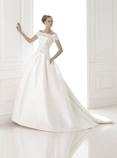 Kifutó Modellek: Bandera menyasszonyi ruha