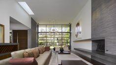 Brentwood Residence / Belzberg Architects.  Shelves over windows