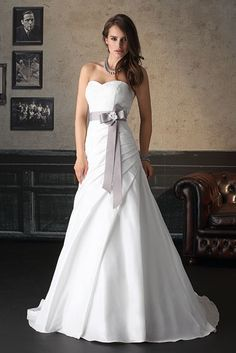Betaalbare en goedkope bruidsjurken / trouwjurken | Bruidsoutlet.nl