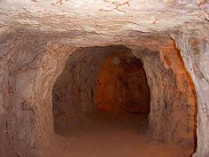 Curious Places: Coober Pedy Underground Homes (Coober Pedy/ Australia) Underground Living, Underground Cities, South Australia, Australia Travel, Coober Pedy Australia, Restaurant Design, Deserts, Places To Visit, City