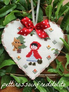 pettirosso infreddolito - such a cute Little Red Riding Hood