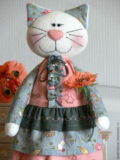 """Игрушки животные, ручной работы. Ярмарка Мастеров - ручная работа. Купить Текстильная игрушка """"Кошка нарядная"""". Handmade. Розовый, в кроватку"""