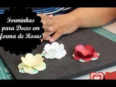 Forminhas de Doce em forma de Rosas com Furador de Papel