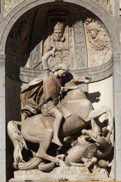Generalitat de Catalunya, Barcelona,  Detall de la façana. Sant Jordi.