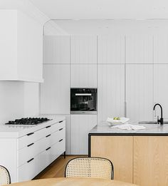 We've teamed up with our friends at to deliver some serious inspiration for the enduring 'minimal' interior trend … spaces… Custom Kitchens, Home Kitchens, Small Kitchens, Layout Design, Kitchen Dining, Kitchen Decor, Kitchen Cupboards, Kitchen Island, Cabinets