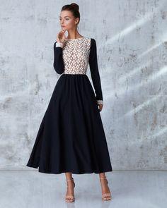 Платье «Руслана» миди, темно-синее с белым кружевом, Цена — 27 990 рублей
