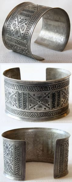 Laos | Antique high grade silver bracelet; worn mainly by the women of the Lahu, Akha and Lisu minority hill tribes of Southeast Asia | 495$