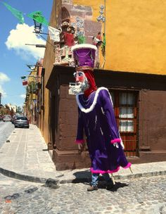 Purple puppet king in the San Miguel de Allende parade