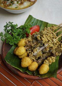 Blog Diah Didi berisi resep masakan praktis yang mudah dipraktekkan di rumah. Skewer Recipes, Sauce Recipes, Diet Recipes, Yummy Recipes, Sate Padang, Mexican Chopped Salad, Indonesian Cuisine, Happy Kitchen, Roasted Cauliflower