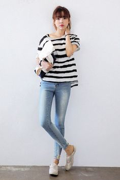 Today's Hot Pick :Washed-Out Skinny Jeans with Damaged Hems http://fashionstylep.com/SFSELFAA0034424/stylenandaen/out A little wear and tear by the hems add rugged texture and the perfect worn-out look to these denim skinny jeans. This mid-rise jeans comes with a button and zip fly closure, five pocket style, belt loops, and slim leg fit. The damaged hems coupled with frayed details and paint drop details add vintage charm to your look. Pair with striped loose shirt and canvas sneakers for…