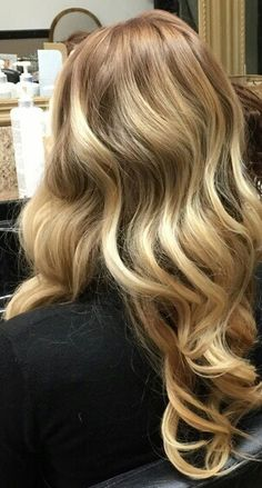 Saaaturday, Saturday  is the perfect day for #vintagewaves ❤️ No one does this look better than @bettysblowdryandbeautybar Call us at (630) 627-8126 Appointments book up fast today!! #saturday #bombshellbetty #vintagewaves #beauty #talent #artists #bettys #lombard #blowouts #blowoutbars #keratintreatments #klixhairextensions #makeup #brows #lashextensions #shugahairproducts #gkhairproducts #ergohairtools