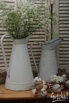 Emaille vazen met gipskruid Galvanized Decor, Vintage Enamelware, Baby's Breath, Vases Decor, Kitchenware, Vignettes, Home Accessories, Flowers, House