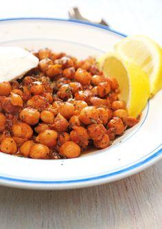 Eines der leckersten Kichererbsen-Gerichte überhaupt, denn es beinhaltet alles, was die Geschmackswelt Anatoliens ausmacht: Granatapfel, Minze und Paprika.