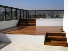 Cobertura de apartamento com piscina de Área Externa de Zehbra Arquitetos - Viva Decora Roof Terrace Design, Rooftop Design, Small Pool Design, Spanish Villas, Rooftop Terrace, Terrazzo, Apartment Interior Design, Jacuzzi, House In The Woods