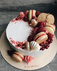 """ถูกใจ 2,090 คน, ความคิดเห็น 6 รายการ -  Торты на заказ, кондитерская (@kalabasa) บน Instagram: """"Сливочно-сырный торт на бисквите из тёмного шоколада с вишнёвым конфитюром и потрясающим…"""""""
