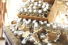 Une jolie fiole de dragées 🌿   #ateliertraiteur #artisaninspiré #wedding #weddingideas #inspiration #southoffrance #diy