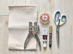 紙よりオシャレ?とっても簡単なキャンバス布で作る手作り席札 / 席札 / WEDDING   ARCH DAYS Gouache, Can Opener, Diy Wedding, Gift Tags, Wraps, Sewing, Gifts, Wrapping, Amigurumi