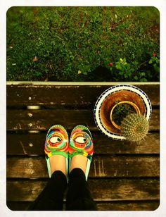my worried shoes  alpargatas bordadas por essas minhas mãos para aquecer esses meus pés