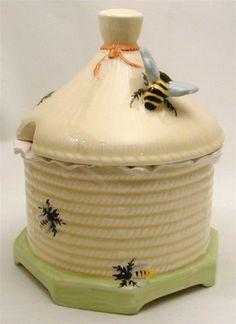 ≗ The Bee's Reverie ≗ Crown Devon honeypot small-circa 1930s