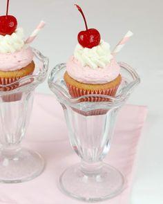 Milkshake Cupcakes, Vanilla Milkshake, Vanilla Pudding Mix, Chocolate Milkshake, Milkshake Recipes, Strawberry Whipped Cream, Strawberry Milkshake, Cupcake Toppings