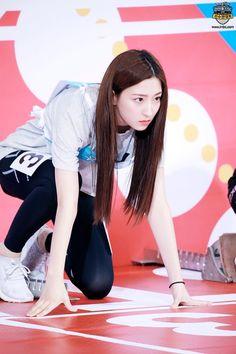 Yuehua Entertainment, Starship Entertainment, Beautiful Asian Girls, Beautiful Women, Xuan Yi, Cheng Xiao, Cosmic Girls, Kpop, Sexy