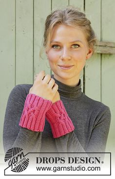 Frozen Strawberry / DROPS - Knitted wrist warmers in DROPS Merino Extra Fine. Piece is knitted with cables and rib. Fingerless Gloves Knitted, Crochet Gloves, Knit Mittens, Knitted Hats, Knit Crochet, Knitting Blocking, Cable Knitting Patterns, Free Knitting, Crochet Patterns