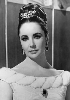 The legendary emerald suite was bought by Elizabeth Taylor and husband Richard Burton at jewellers Bulgari while filming Cleopatra in Italy