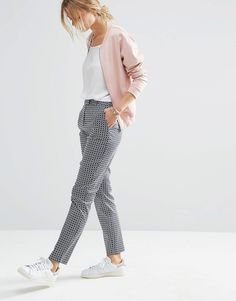 Imagen 1 de Pantalones de corte slim con estampado geométrico de ASOS                                                                                                                                                                                 Más
