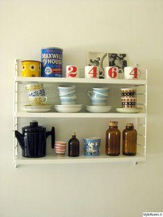 keittiö,string pocket,string-hylly,string hylly,retrotyyli,retro,nurmesniemi,astioita avohyllyillä