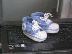 Puikkojen polut 2 : Vauvan lenkkaritossut Diy And Crafts, Knitwear, Adidas Sneakers, Baby Shoes, Converse, Socks, Knitting, Crochet, Kids
