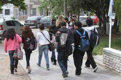 El 25% de los jóvenes busca trabajar en la Industria http://www.ambitosur.com.ar/el-25-de-los-jovenes-busca-trabajar-en-la-industria/ Según una encuesta realizada en el marco de un proyecto legislativo local que busca favorecer la inserción de los estudiantes en el mundo laboral, un 26 por ciento de los jóvenes que están terminando el nivel medio, prefiere incorporarse al ámbito industrial.    De acuerdo al mismo estudio, un 20 por ciento