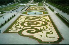 Belvedere Palace's Gardens - French formal garden - Wikipedia, the free encyclopedia French Formal Garden, Formal Garden Design, English Garden Design, Palace Garden, Garden Park, Formal Gardens, Outdoor Gardens, Roof Gardens, Hanging Gardens