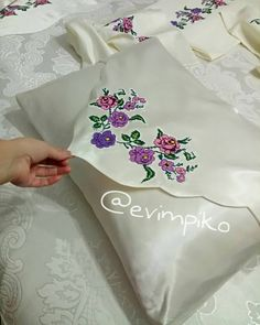 ElOur wedding set in cotton fabric satin bed linen two duvet covers two duvet cov Embroidery On Clothes, Hand Embroidery, Designer Bed Sheets, Fabric Paint Designs, Decoupage Box, Heart Crafts, Wedding Sets, Needle And Thread, Diy And Crafts