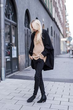 Ellen Claesson » Oversized knit from Zara, loose denim from Gina Tricot and boots from Acne.