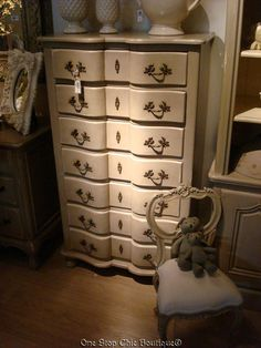 Great tips on white-washing and painting furniture for a shabby chic kinda look