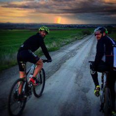 """Buena paliza de viernes con """"el papa"""" y """"la bestia"""". Con lluvia y #arcoiris incluido.  Vva Caseta La Cabra La Lapa Vva 654Km - 02:49:04 - 232 km/h- 670m-"""