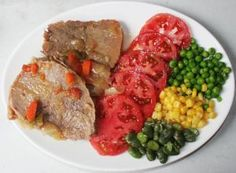Plateada al horno, cocina chilena Chilean Recipes, Chilean Food, Main Dishes, Beef, Food And Drink, Chicken, Cooking, Desserts, Hot Dogs