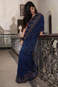 Navy Blue Linen Saree With Woven Design - Roopkatha - A Story of Art Kota Silk Saree, Khadi Saree, Georgette Sarees, Silk Sarees, Saree Wearing Styles, Saree Styles, Cotton Saree Designs, Saree Blouse Designs, Dress Indian Style