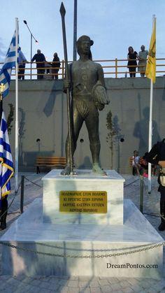 Άγαλμα Πόντιου αγωνιστή στην Σταυρούπολη Θεσσαλονίκης στην οδό Μεσολογγίου, απέναντι από τον Ιερό Ναό του Αγίου Ελευθερίου.