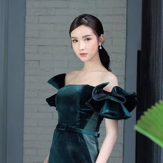 trans & crossdress beauty only! Yoshi, Tgirls, Crossdressers, Girl Hairstyles, Asian Beauty, Black Hair, Pin Up, Strapless Dress, Queen