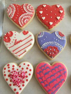Love Bites, Valentine Treats, Royal Icing, Rock Art, Cookie Decorating, Painted Rocks, Cookies, Heart, Desserts
