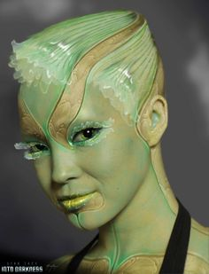 Sexy STAR TREK INTO DARKNESS Alien Twins Could've Looked Much More Interesting